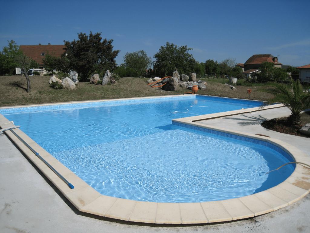 Liner couleur azur piscines tradition for Constructeur piscine pau