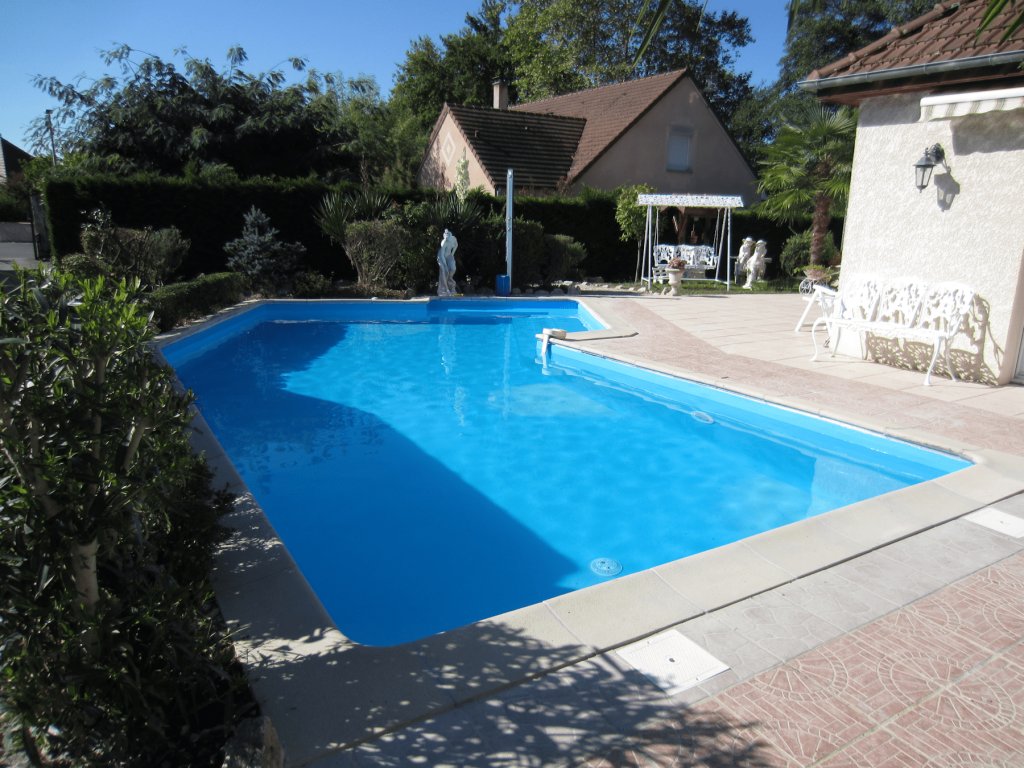 Liner couleur bleu de france piscines tradition for Constructeur piscine pau