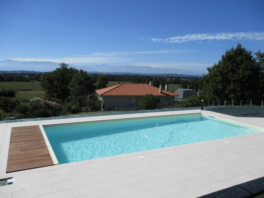 Liner couleur sable piscines tradition for Constructeur piscine pau
