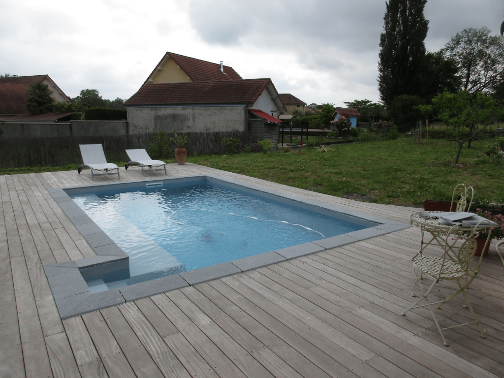 Liner couleur gris clair piscines tradition for Constructeur piscine pau