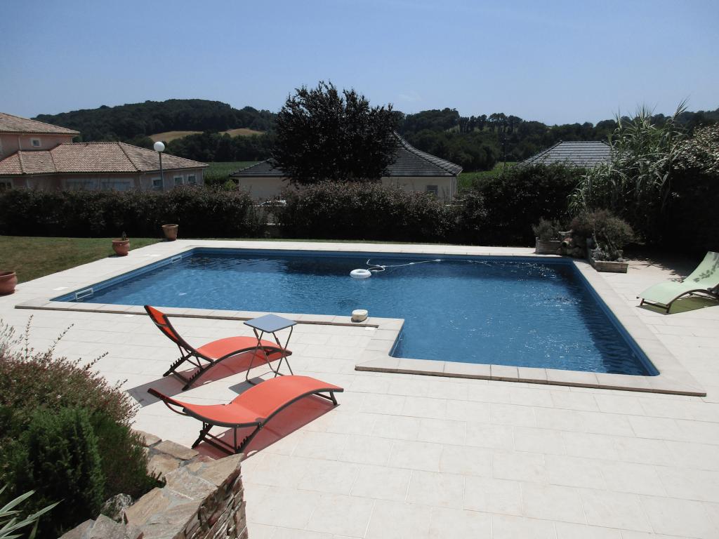 Creus es piscines tradition for Constructeur piscine pau